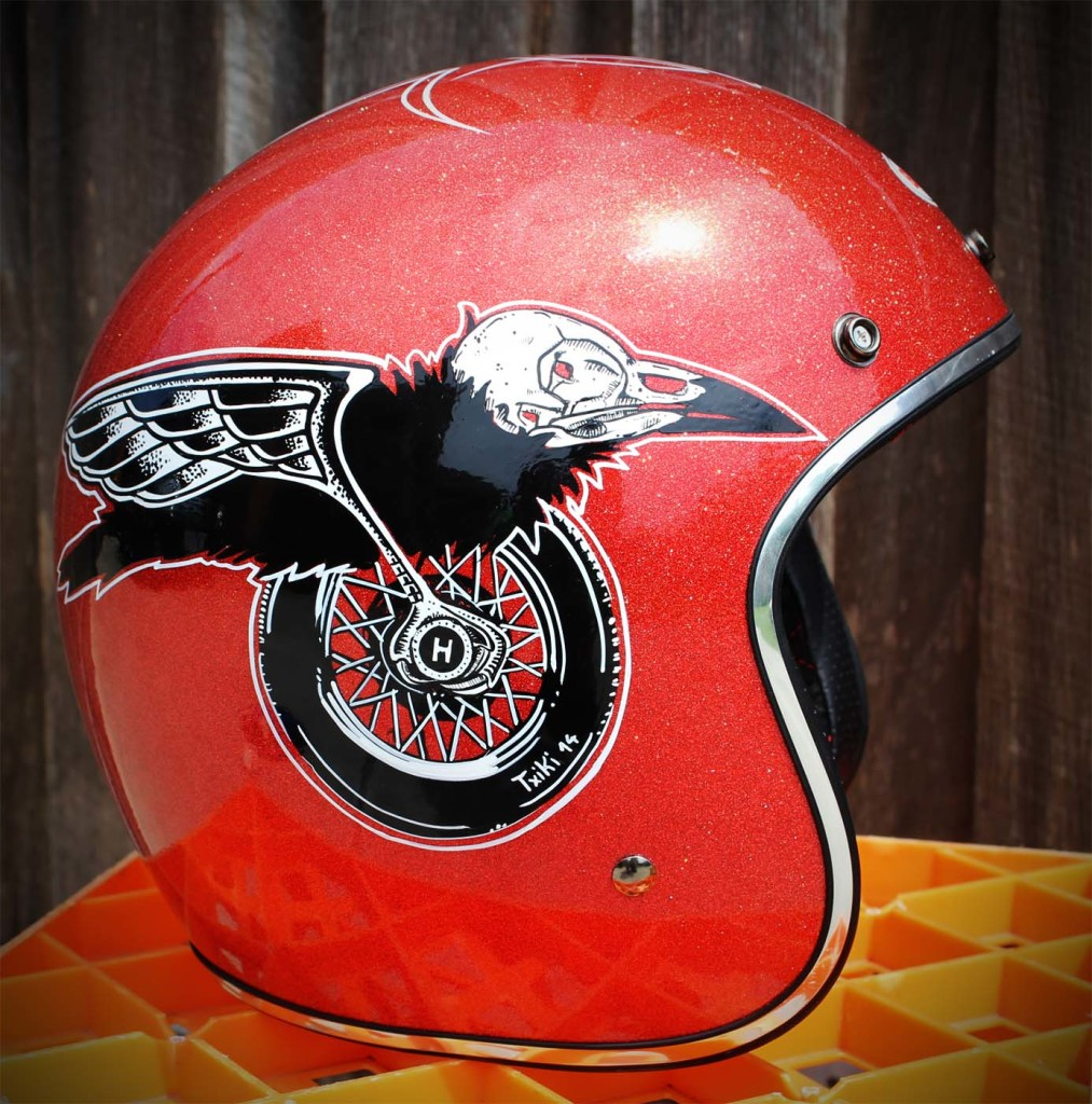 Brand new Hand painted bell custom 500. Large size red metal flakes. the price is $300, pick up from Moorabbin or i can ship from $20.