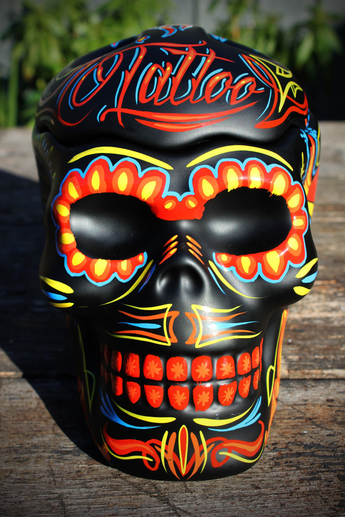 Hand painted skull. The skull is been hand painted, one off. Old school Tattoo design. The skull is a storage skull perfect for your jewel or other items.. the skull is 20 cm long 18 cm high and 15 cm wide., quite big. Beautiful piece of decoration for home or office. I can hand paint any design including names or brands etc... Free post in victoria or pick up from Moorabbin